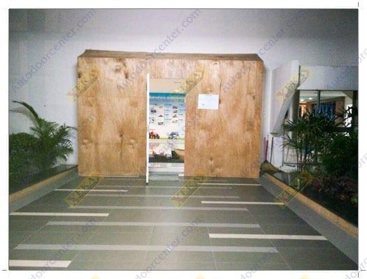 ประตูอัตโนมัติ บานเทมเปอร์ไร้ขอบกระจก จาก XEKA โรงงานคูโบต้า นวนคร