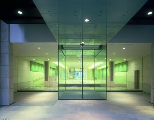 ประตูอัตโนมัติแบบบานไม่มีกรอบ หรือ ประตูกระจกบานเปลือย